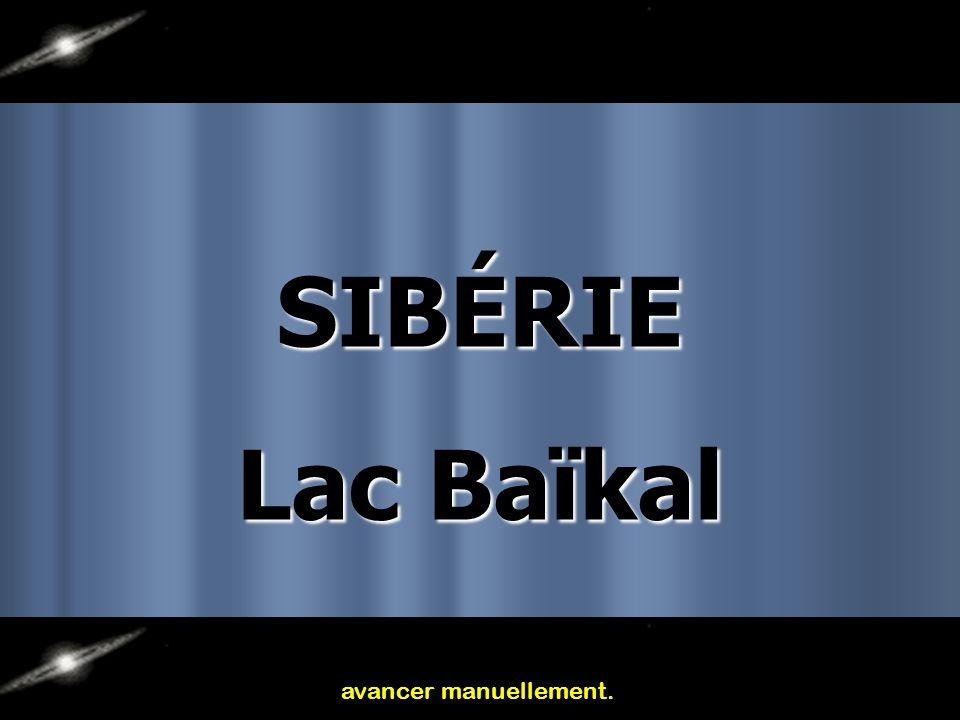 SIBÉRIE Lac Baïkal avancer manuellement.