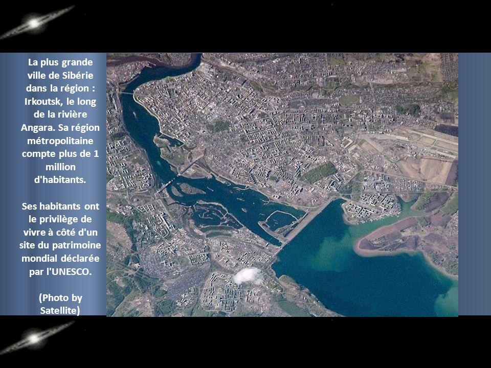 La plus grande ville de Sibérie dans la région : Irkoutsk, le long de la rivière Angara. Sa région métropolitaine compte plus de 1 million d habitants.