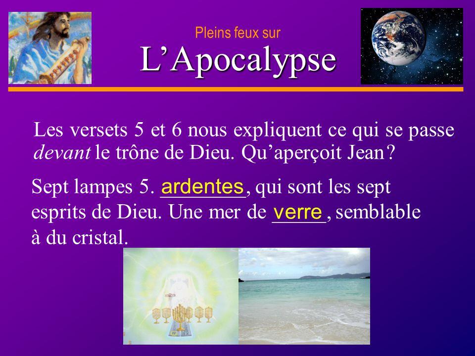 Pleins feux sur L'Apocalypse. Les versets 5 et 6 nous expliquent ce qui se passe devant le trône de Dieu. Qu'aperçoit Jean