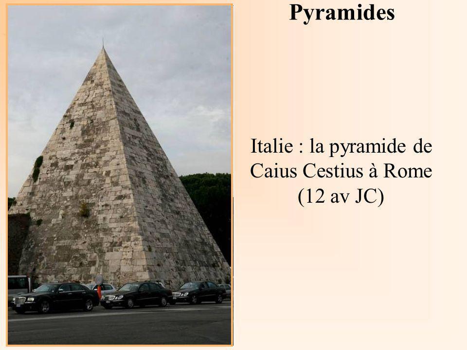 Italie : la pyramide de Caius Cestius à Rome (12 av JC)