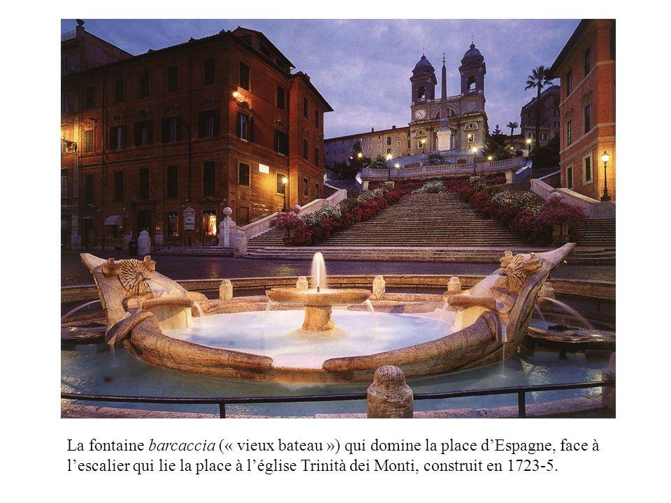 La fontaine barcaccia (« vieux bateau ») qui domine la place d'Espagne, face à l'escalier qui lie la place à l'église Trinità dei Monti, construit en 1723-5.