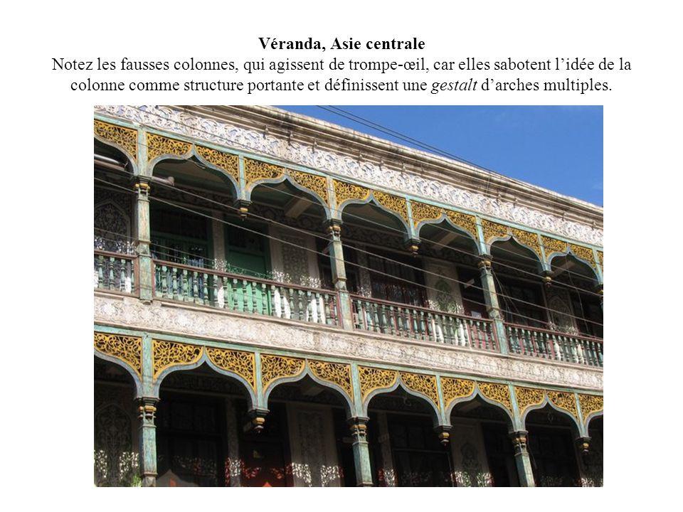 Véranda, Asie centrale Notez les fausses colonnes, qui agissent de trompe-œil, car elles sabotent l'idée de la colonne comme structure portante et définissent une gestalt d'arches multiples.
