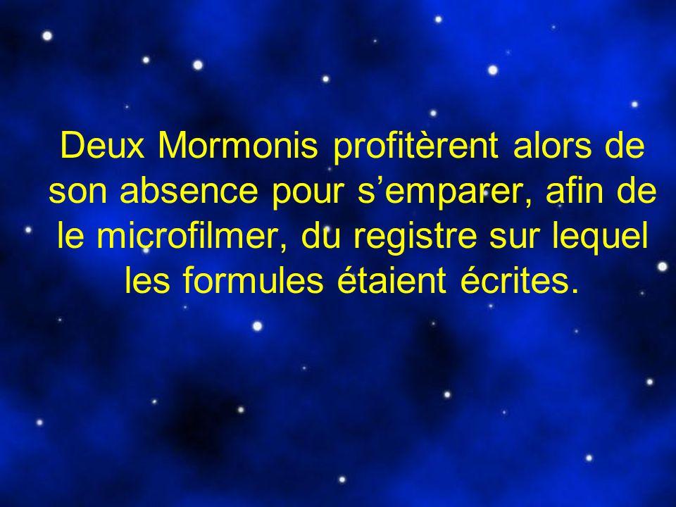Deux Mormonis profitèrent alors de son absence pour s'emparer, afin de le microfilmer, du registre sur lequel les formules étaient écrites.