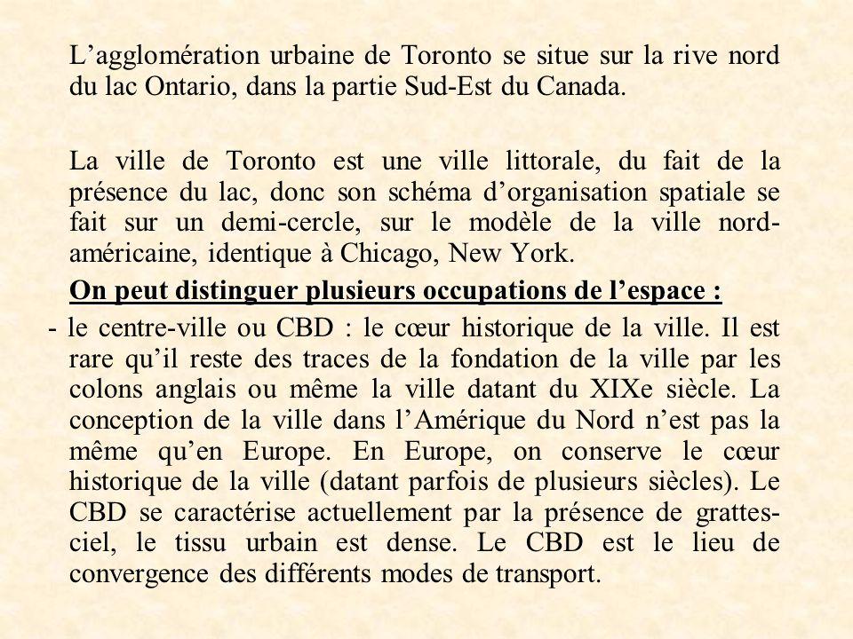 L'agglomération urbaine de Toronto se situe sur la rive nord du lac Ontario, dans la partie Sud-Est du Canada.