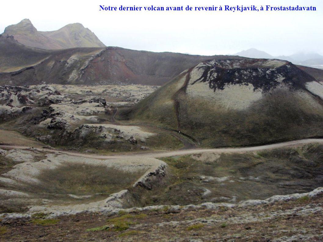 Notre dernier volcan avant de revenir à Reykjavik, à Frostastadavatn