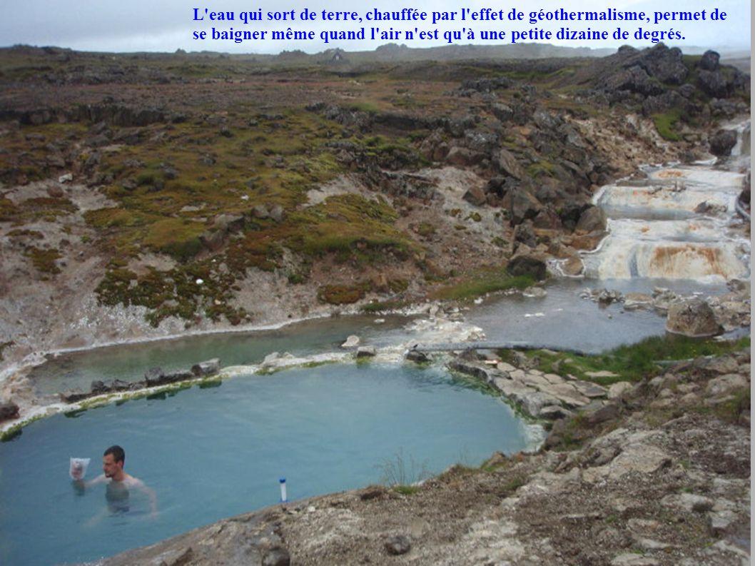 L eau qui sort de terre, chauffée par l effet de géothermalisme, permet de se baigner même quand l air n est qu à une petite dizaine de degrés.
