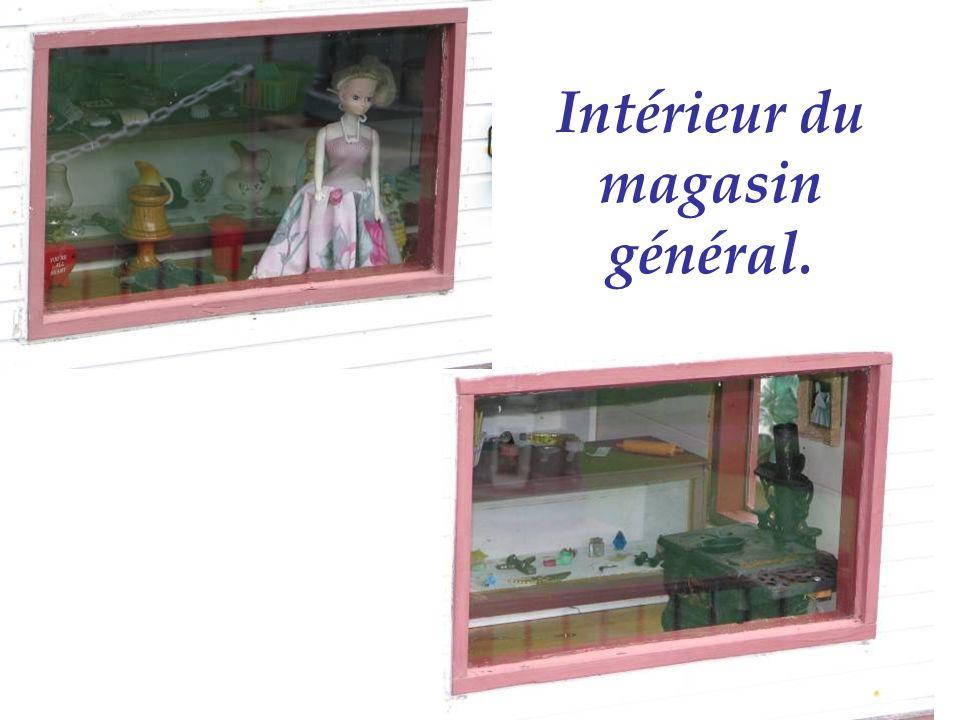 Intérieur du magasin général.