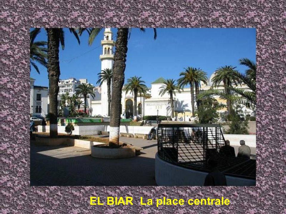 EL BIAR La place centrale