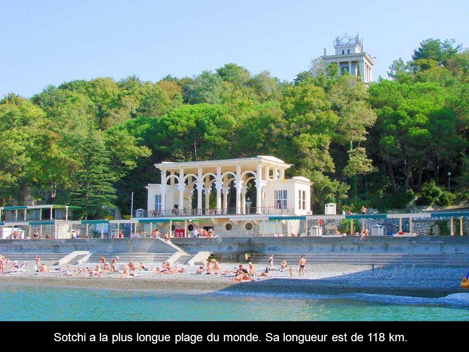 Sotchi a la plus longue plage du monde. Sa longueur est de 118 km.