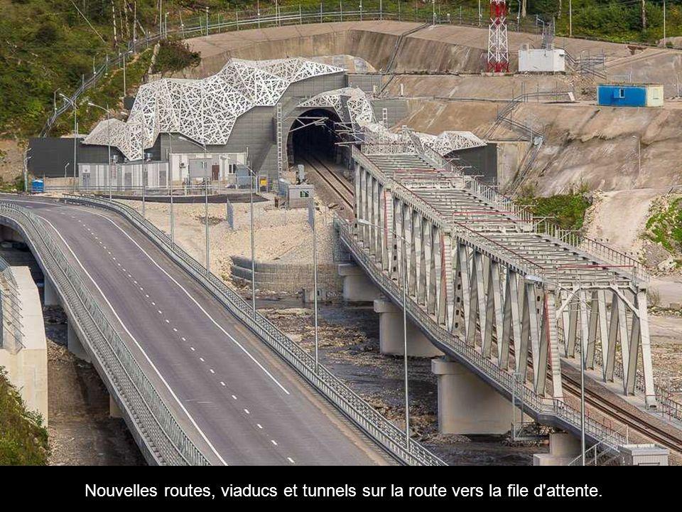 Nouvelles routes, viaducs et tunnels sur la route vers la file d attente.