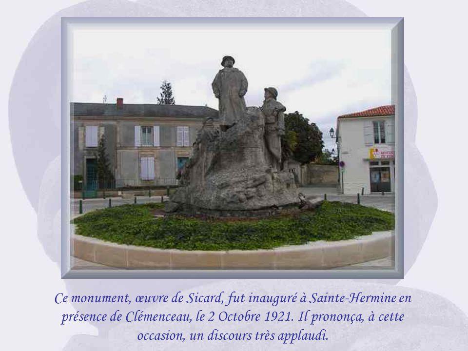 Ce monument, œuvre de Sicard, fut inauguré à Sainte-Hermine en présence de Clémenceau, le 2 Octobre 1921.