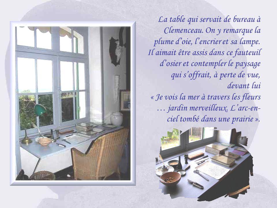 La table qui servait de bureau à Clemenceau