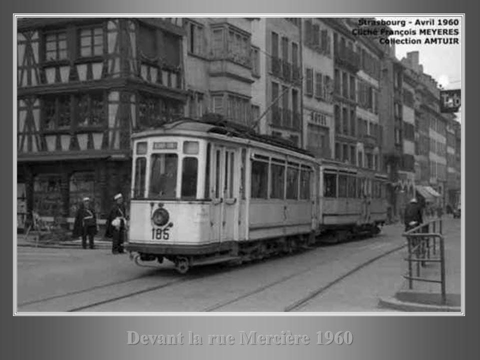 Devant la rue Mercière 1960