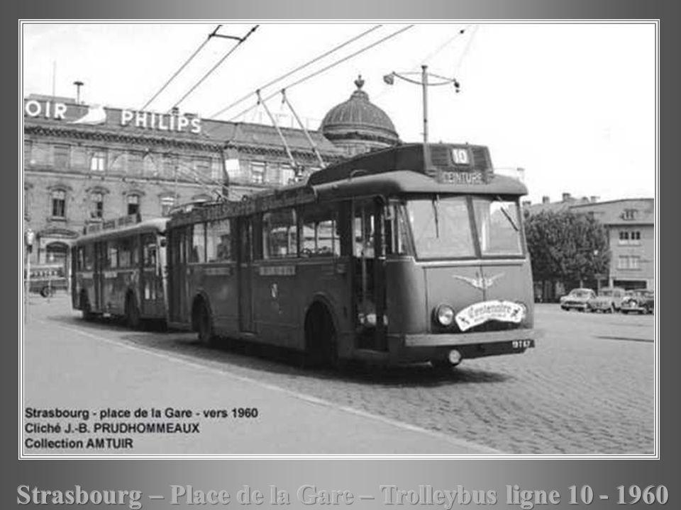 Strasbourg – Place de la Gare – Trolleybus ligne 10 - 1960