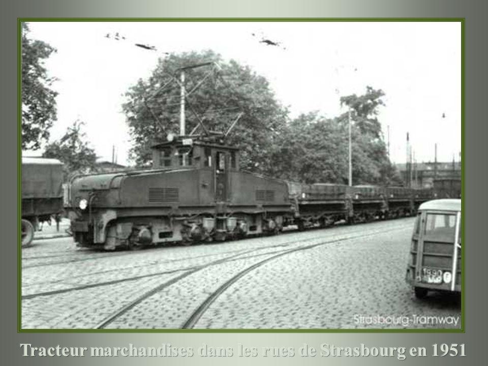 Tracteur marchandises dans les rues de Strasbourg en 1951