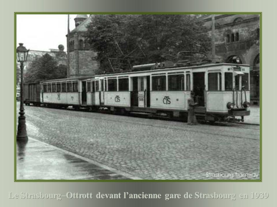 Le Strasbourg–Ottrott devant l'ancienne gare de Strasbourg en 1939