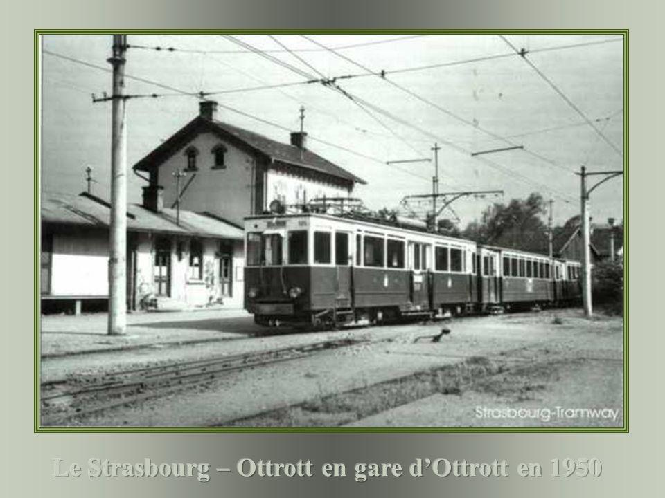 Le Strasbourg – Ottrott en gare d'Ottrott en 1950