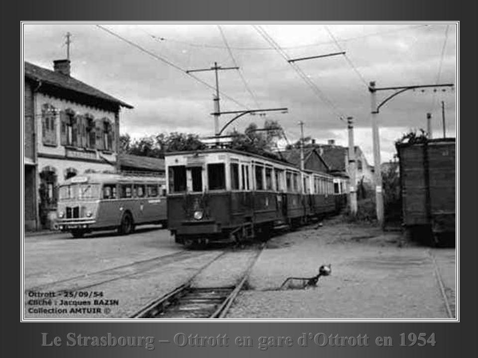 Le Strasbourg – Ottrott en gare d'Ottrott en 1954