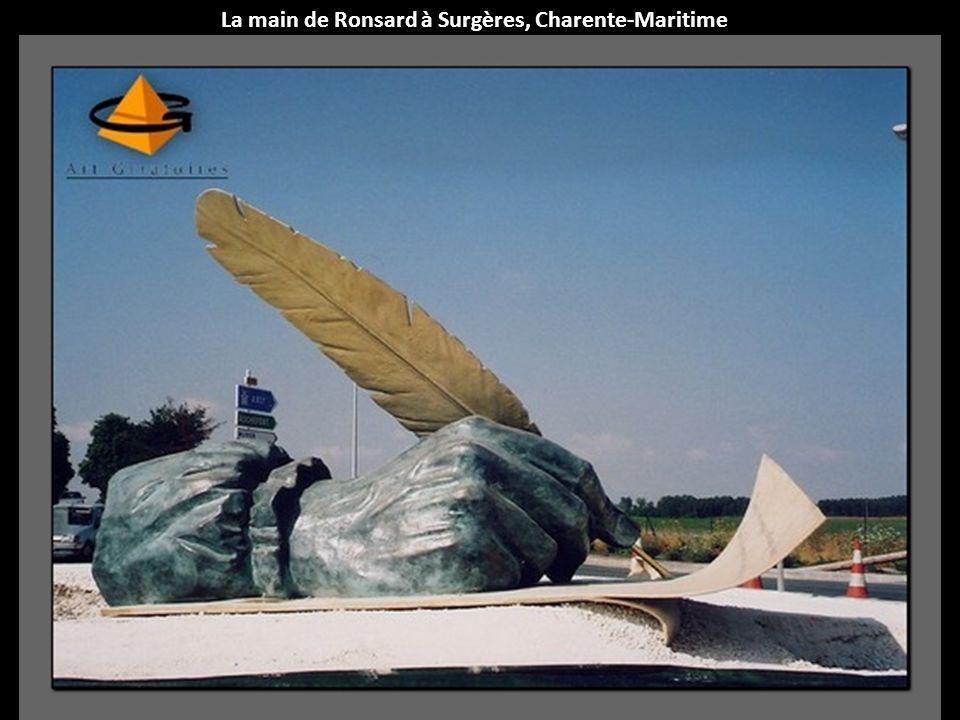 La main de Ronsard à Surgères, Charente-Maritime