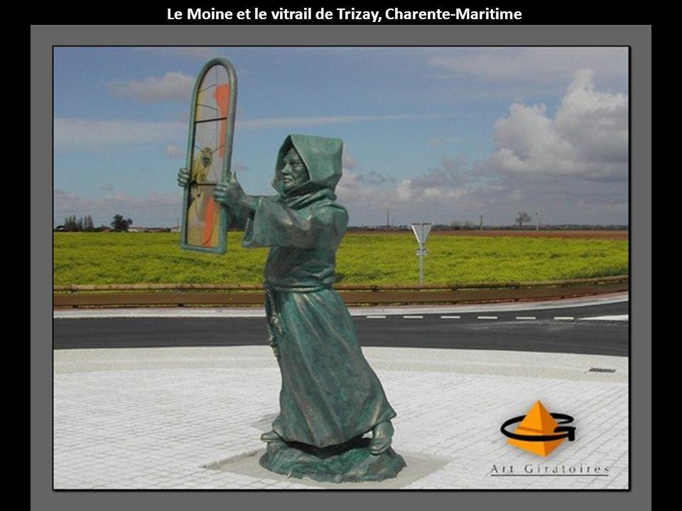 Le Moine et le vitrail de Trizay, Charente-Maritime
