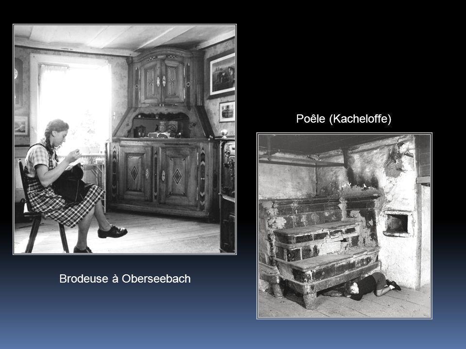 Poêle (Kacheloffe) Brodeuse à Oberseebach