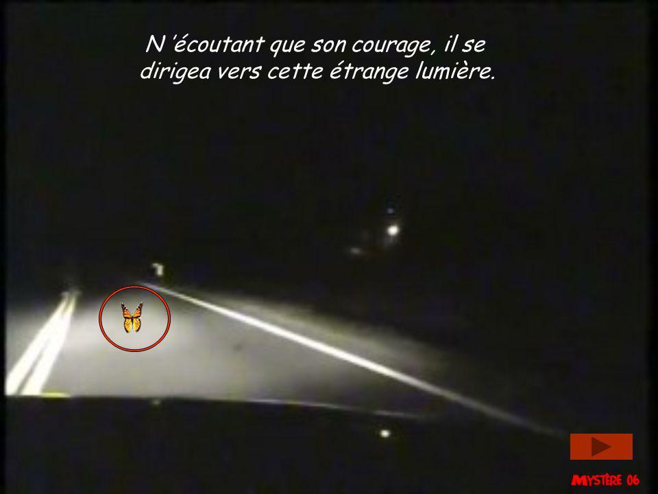 N 'écoutant que son courage, il se dirigea vers cette étrange lumière.