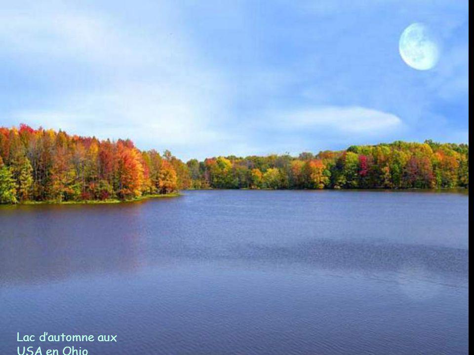Lac d'automne aux USA en Ohio