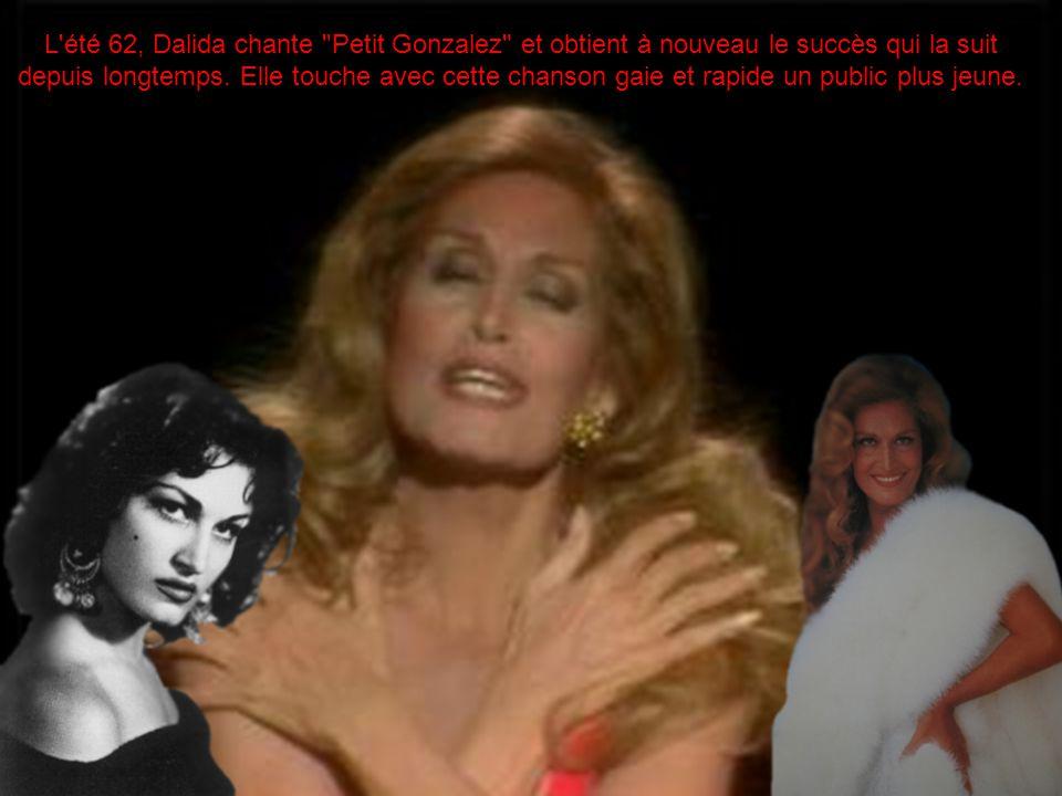 L été 62, Dalida chante Petit Gonzalez et obtient à nouveau le succès qui la suit depuis longtemps. Elle touche avec cette chanson gaie et rapide un public plus jeune.