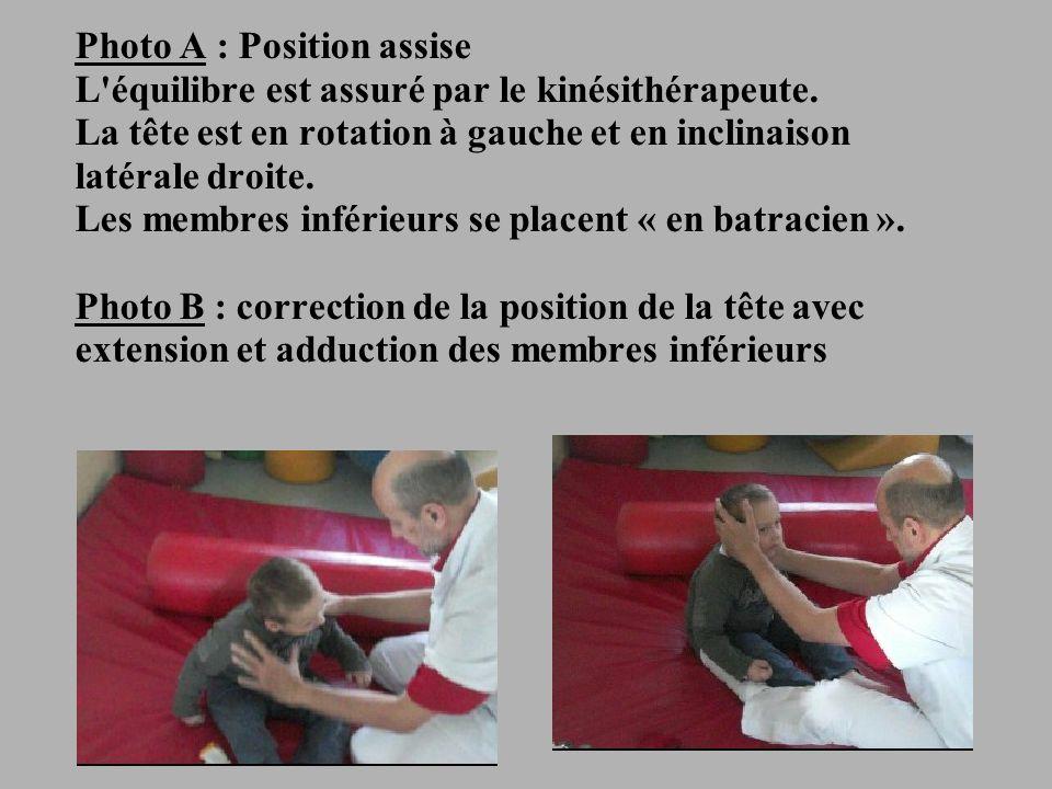 Photo A : Position assise L équilibre est assuré par le kinésithérapeute.