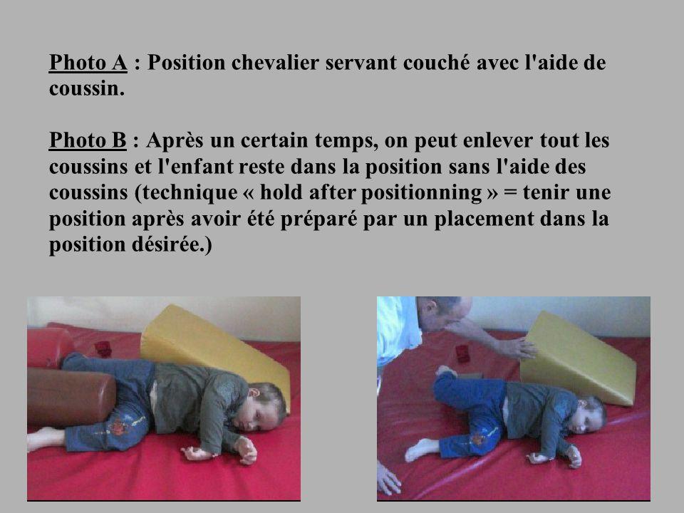 Photo A : Position chevalier servant couché avec l aide de coussin