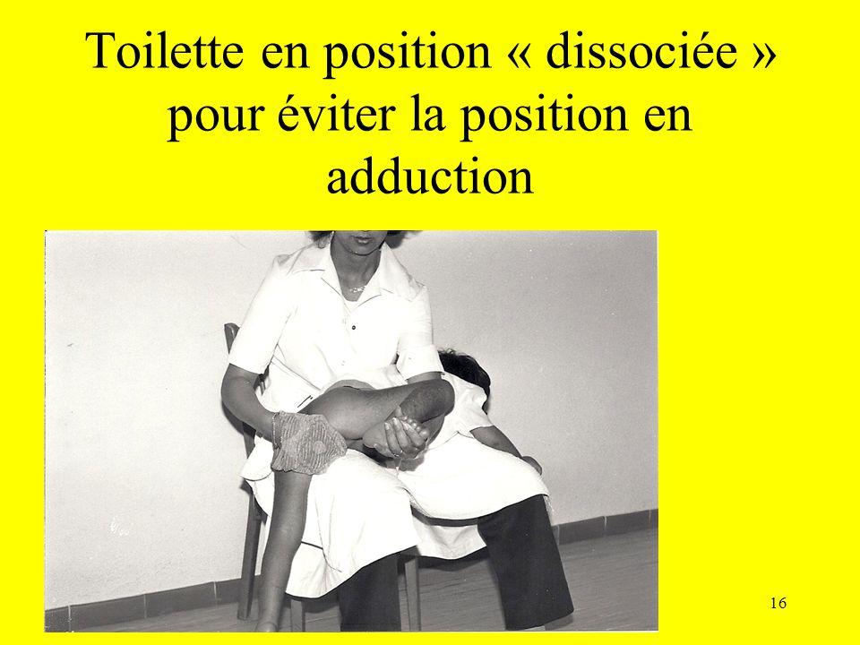 Toilette en position « dissociée » pour éviter la position en adduction
