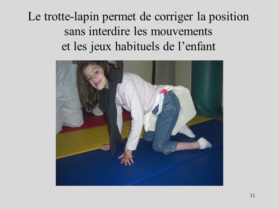 Le trotte-lapin permet de corriger la position sans interdire les mouvements et les jeux habituels de l'enfant