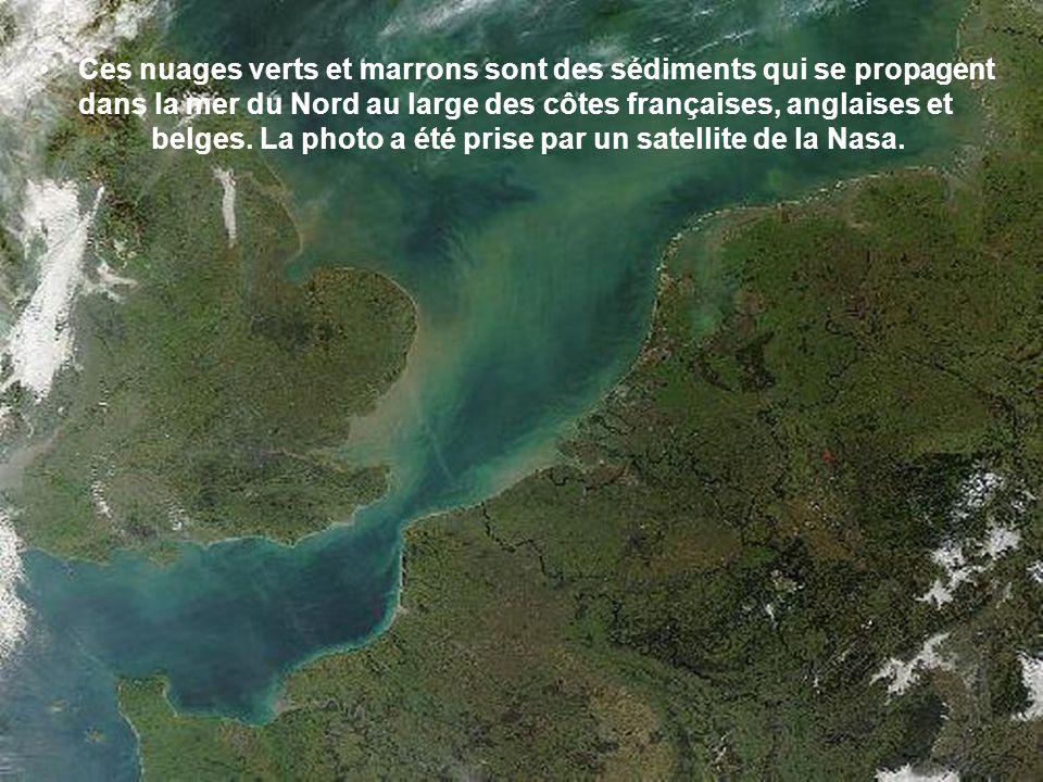 Ces nuages verts et marrons sont des sédiments qui se propagent dans la mer du Nord au large des côtes françaises, anglaises et belges.