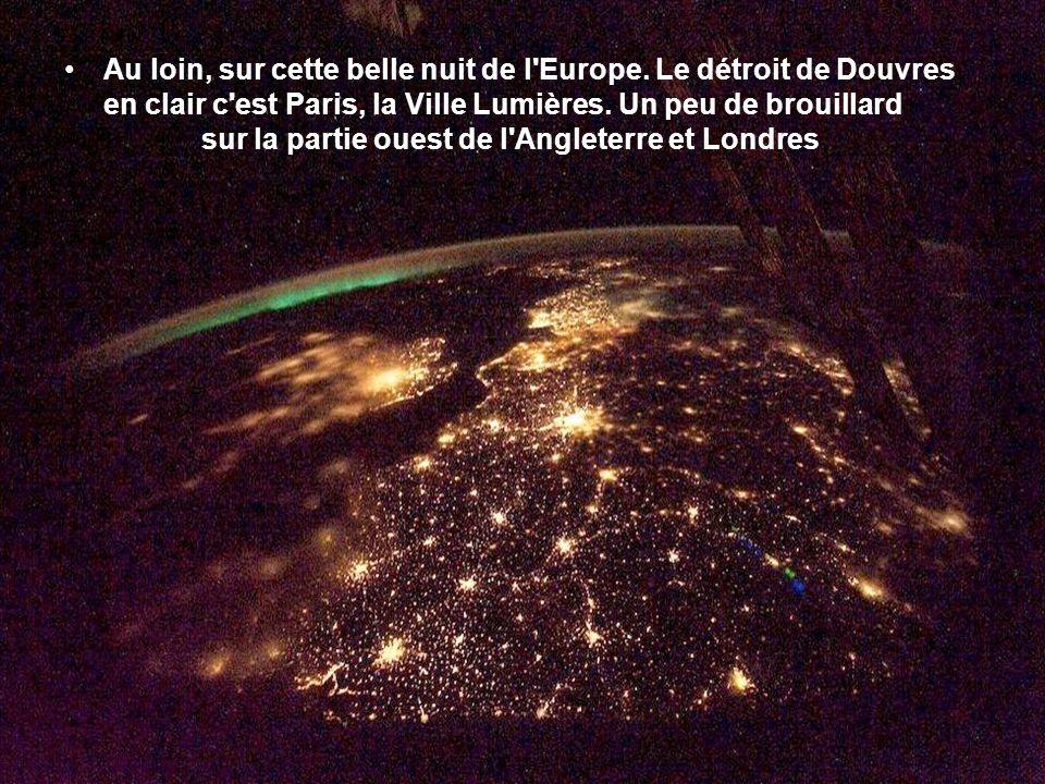 Au loin, sur cette belle nuit de l Europe