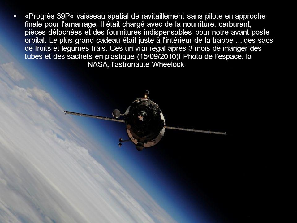«Progrès 39P« vaisseau spatial de ravitaillement sans pilote en approche finale pour l amarrage.