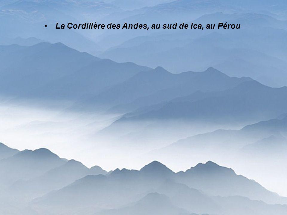 La Cordillère des Andes, au sud de Ica, au Pérou