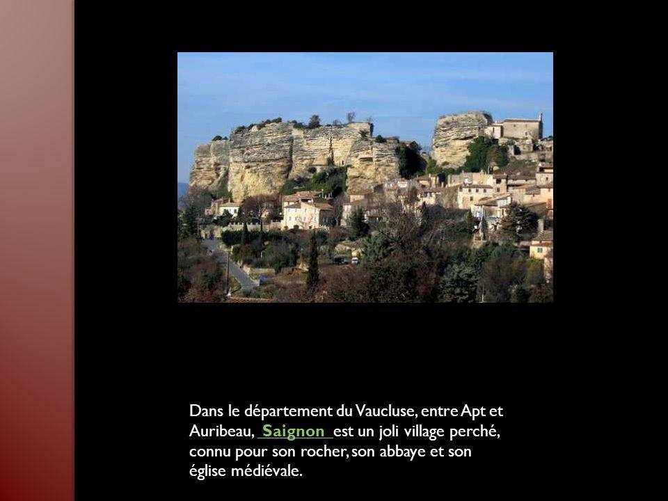 Dans le département du Vaucluse, entre Apt et Auribeau, Saignon est un joli village perché, connu pour son rocher, son abbaye et son église médiévale.