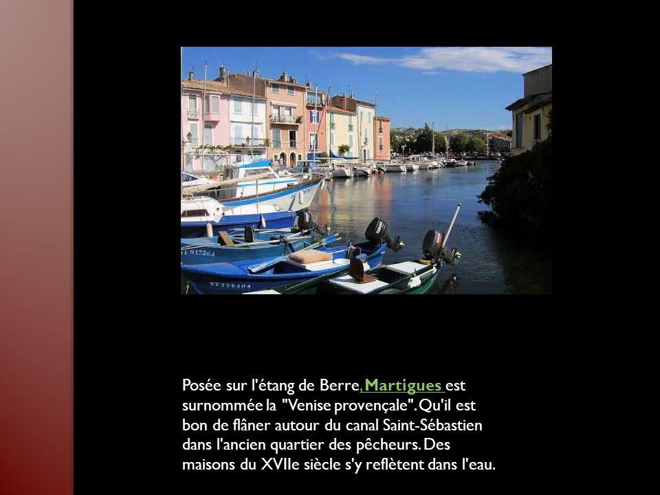 Posée sur l étang de Berre, Martigues est surnommée la Venise provençale .