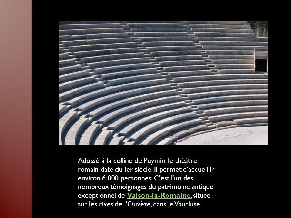 Adossé à la colline de Puymin, le théâtre romain date du Ier siècle
