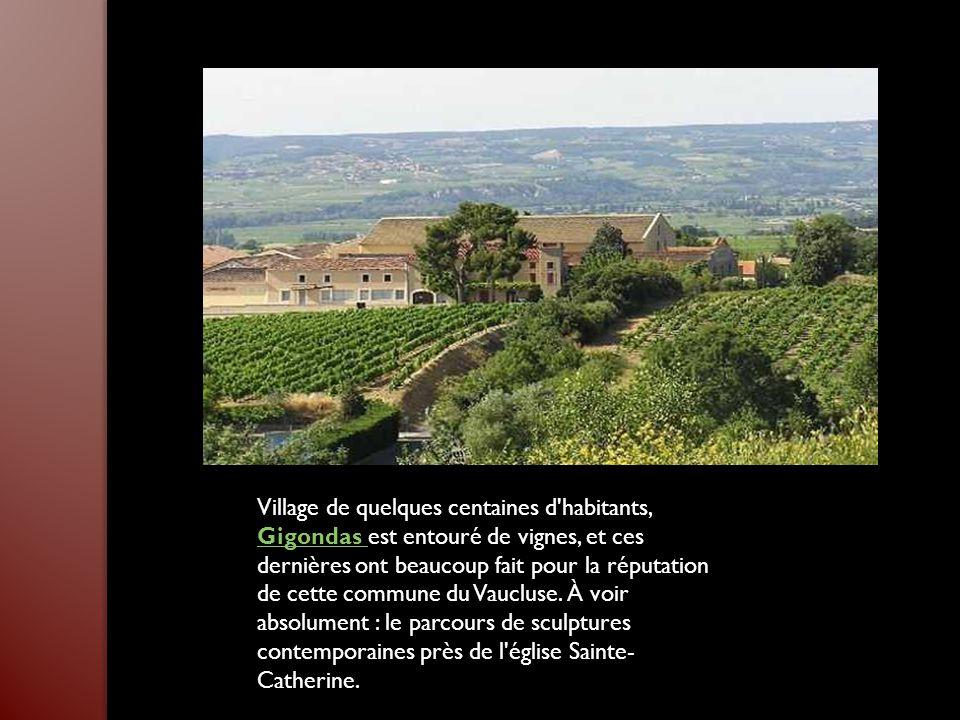 Village de quelques centaines d habitants, Gigondas est entouré de vignes, et ces dernières ont beaucoup fait pour la réputation de cette commune du Vaucluse.