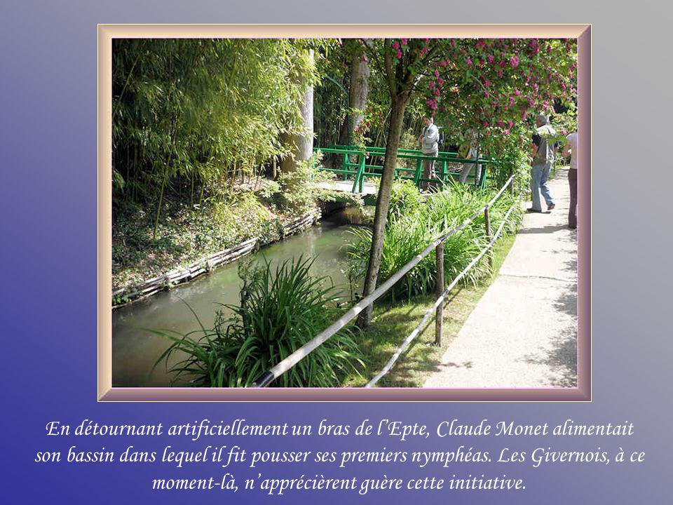 En détournant artificiellement un bras de l'Epte, Claude Monet alimentait son bassin dans lequel il fit pousser ses premiers nymphéas.
