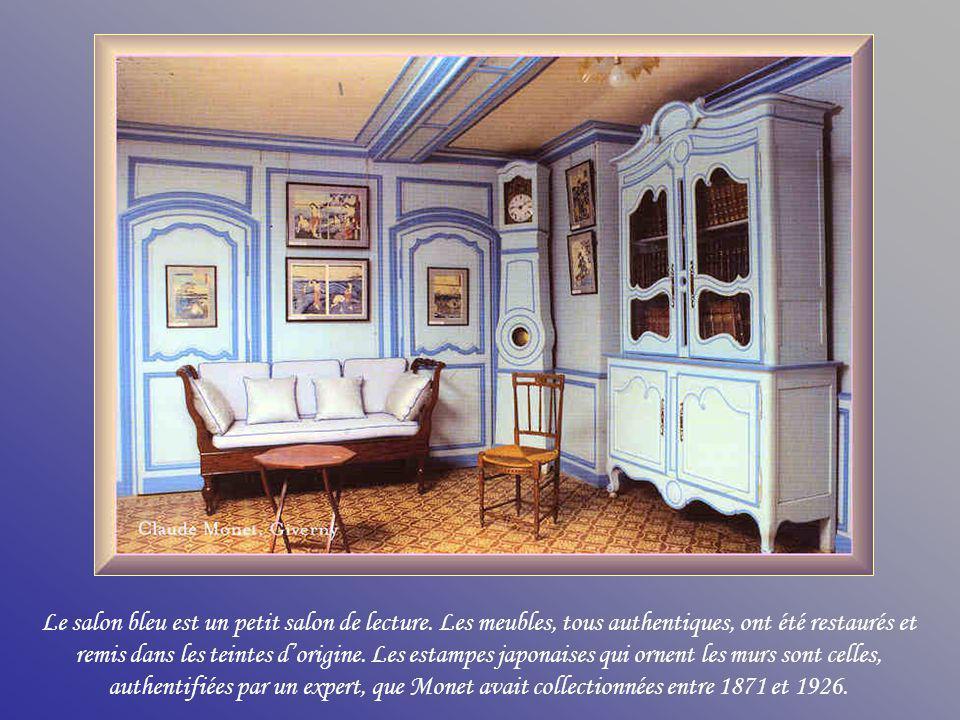 Le salon bleu est un petit salon de lecture