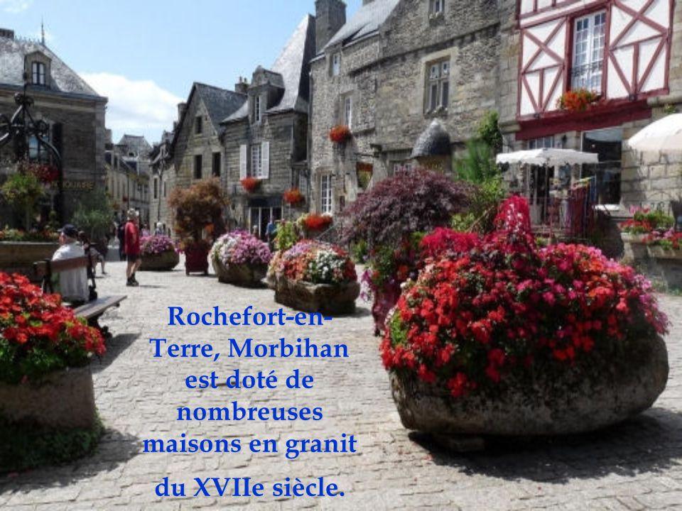 Rochefort-en-Terre, Morbihan est doté de nombreuses maisons en granit du XVIIe siècle.