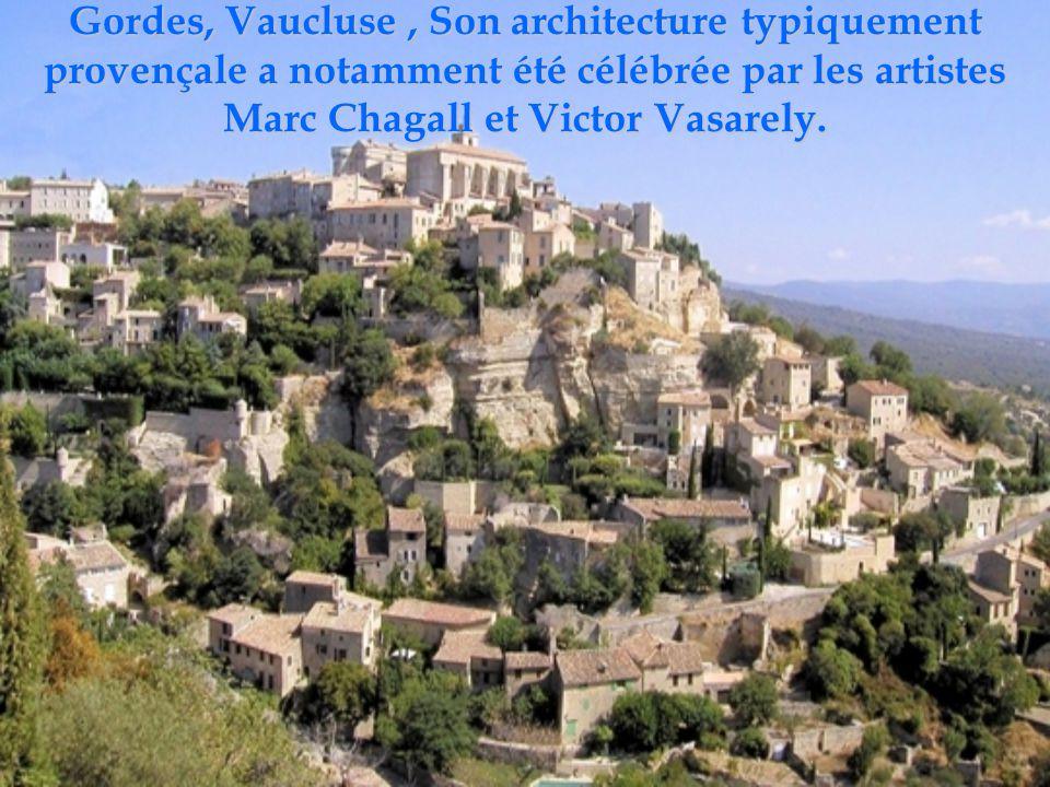 Gordes, Vaucluse , Son architecture typiquement provençale a notamment été célébrée par les artistes Marc Chagall et Victor Vasarely.