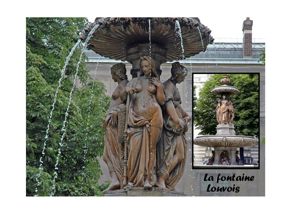 Réalisée en 1844 par Louis Visconti à la demande de Louis-Philippe, les figures féminines sont sculptées par Jean-Baptiste Jules Klagmann.