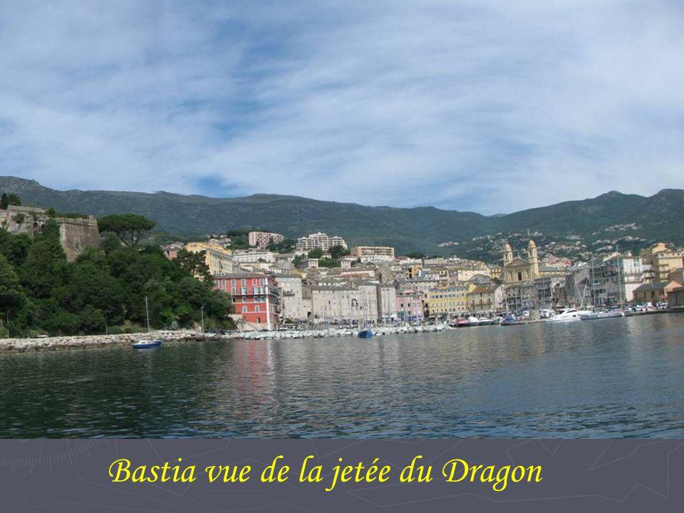 Bastia vue de la jetée du Dragon