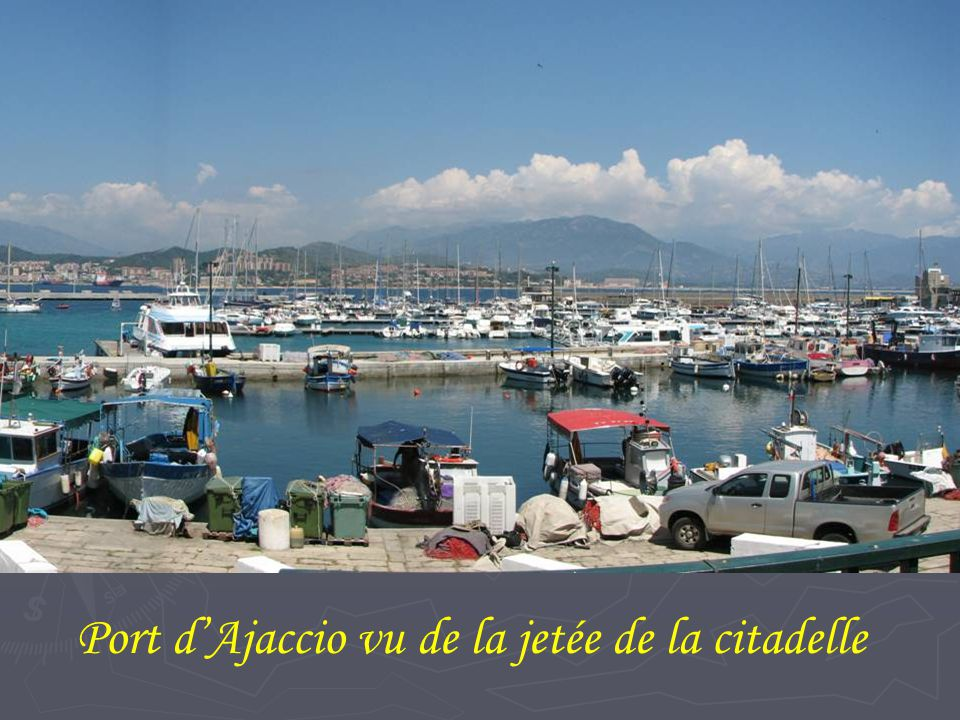 Port d'Ajaccio vu de la jetée de la citadelle