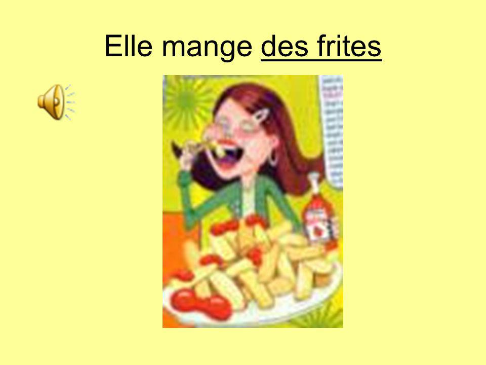Elle mange des frites