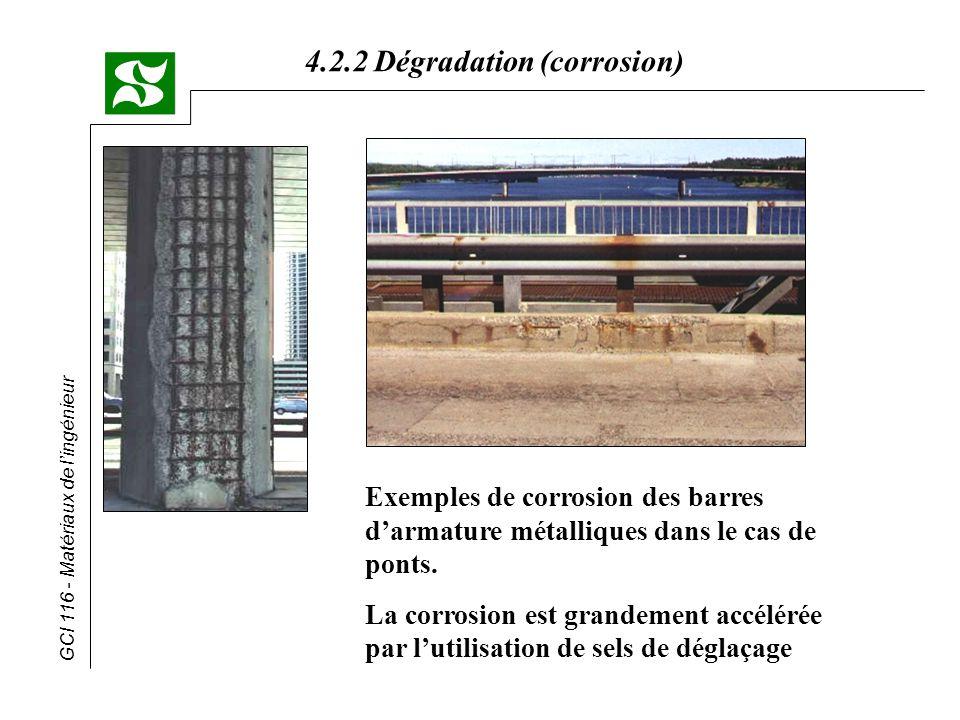Exemples de corrosion des barres d'armature métalliques dans le cas de ponts.