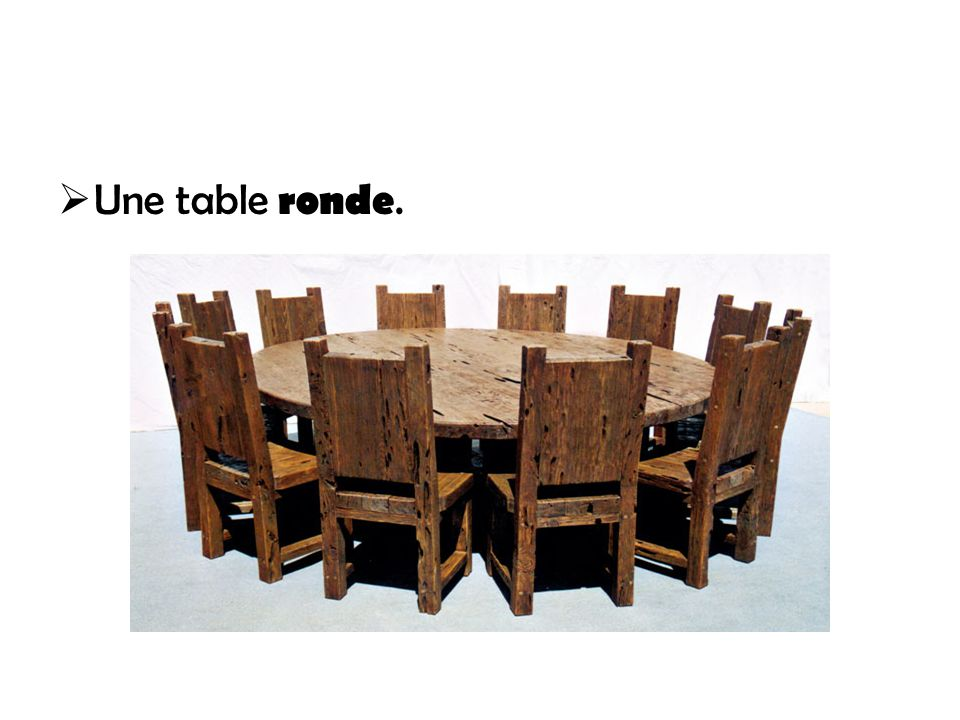 Une table ronde.